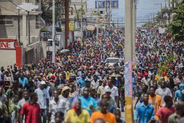 Des Manifestants ont défilé sur l'autoroute de Delmas hier mercredi. 26