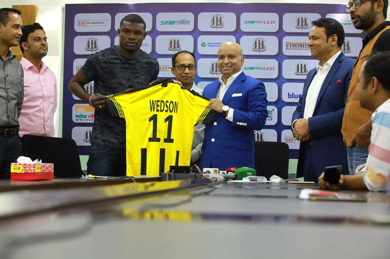 Le footballeur haïtien Anselme Wedson  dit SUKER décroche un contrat évalué a USD 78,000 dans un club au Bangladesh 26