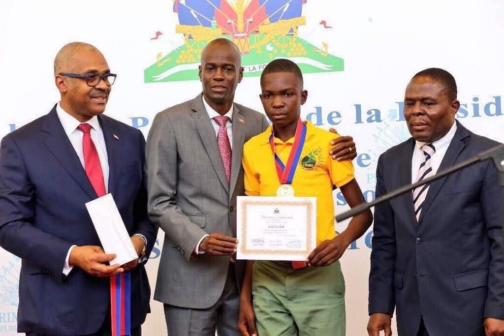 Les lauréats des examens officiels pour l'année scolaire 2016-2017 honorés par le Président de la République 27