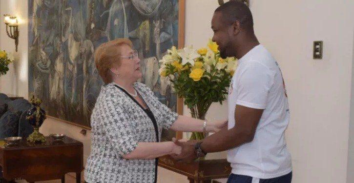 Richard Joseph, rencontre la présidente chilienne Michelle Bachelet après son acte héroïque 31