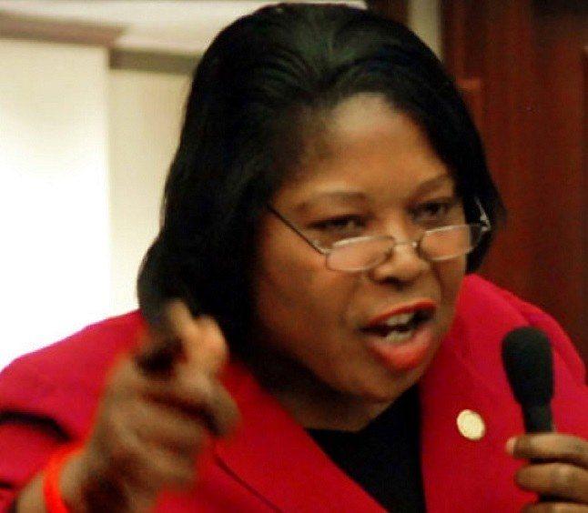 La sénatrice de l'État Floride Daphney Campbell appelle les bénéficiaires du TPS à garder leur calme 27
