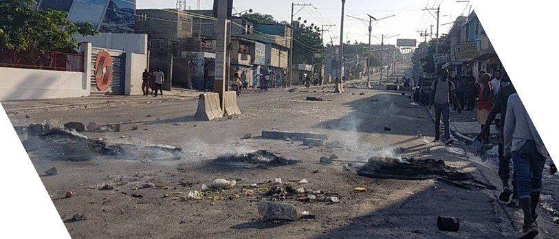 [FLASH] Des barricades de pneus enflammés à Delmas 27