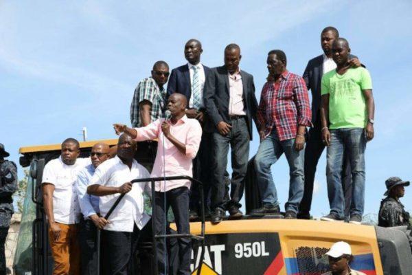 Le Président Jovenel Moïse renforce la flotte d'équipements du CNE pour accélérer la constrution de la route Kafou Jòf-Anse-à-Foleur 27