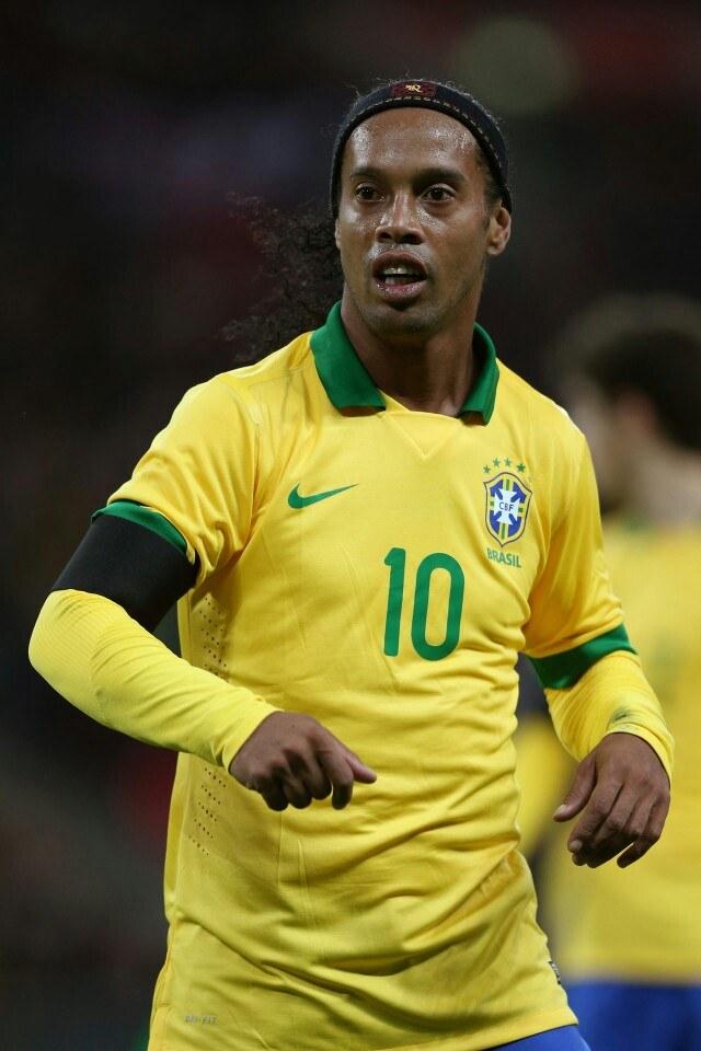 Ronaldinho fait son entrée sur le terrain de la politique 29
