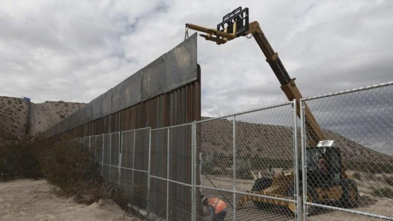 États-Unis : 18 milliards de dollars pour le mur frontalier avec le Mexique 27