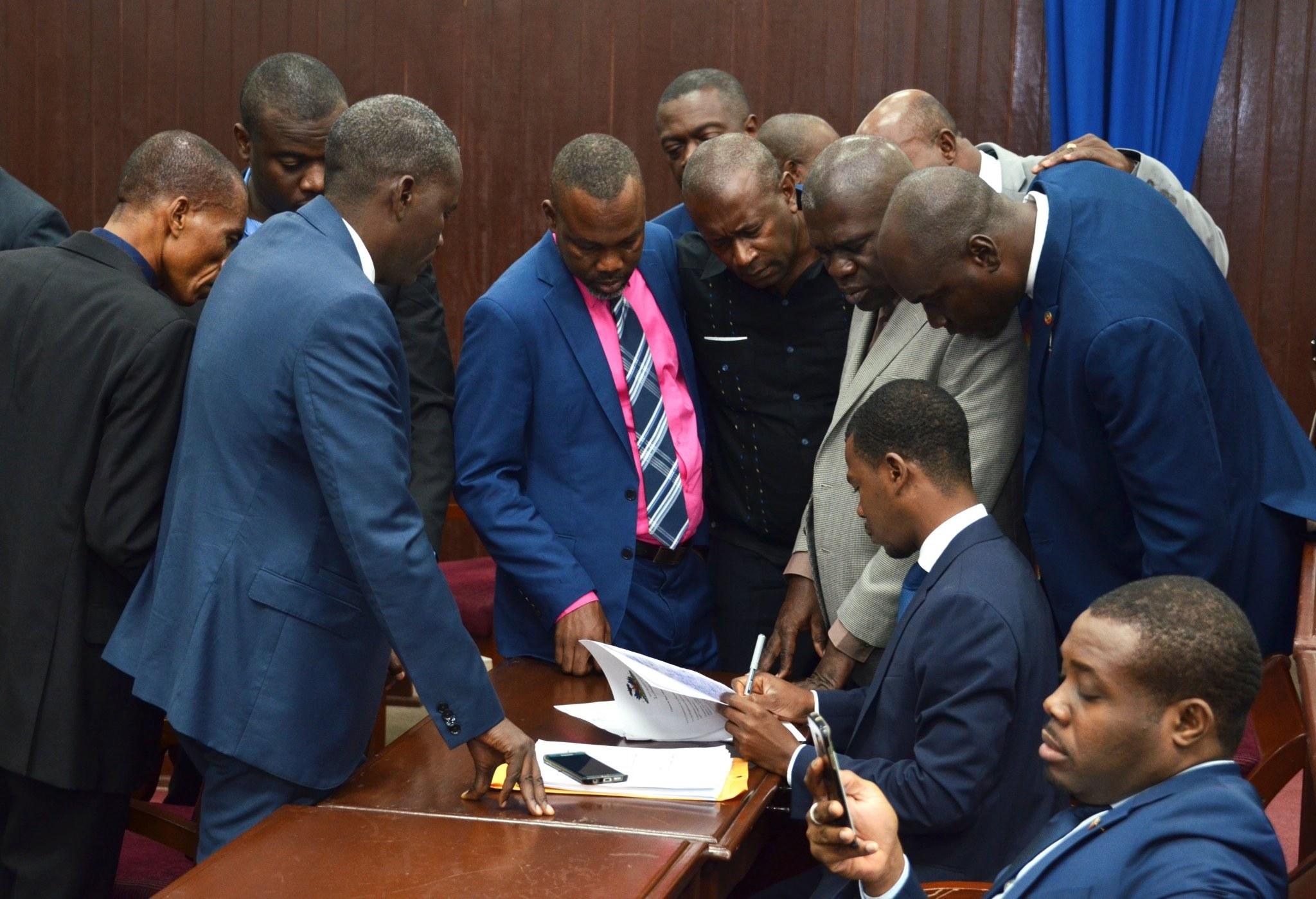Le Bloc majoritaire présidentiel APH se renforce avec plus de 71 députés. Fort d'un tel constat, le président de la chambre basse appelle à un consensus concernant la mise place des commissions permanentes 29