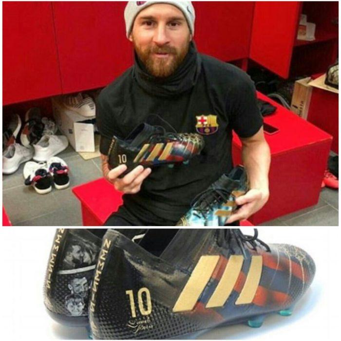 Lili a donné une paire de crampons retraçant la vie de Léo Messi 31