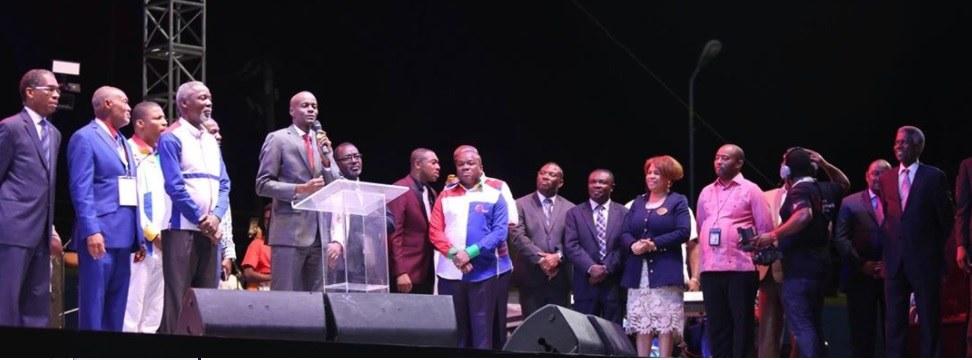 In Haïti : les membres du gouvernement se joignent à la chaîne 30