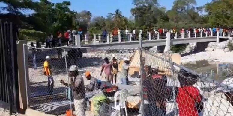 Tension à la frontière, des dizaines de citoyens haïtiens quittent Pedernales sous pression des dominicains 27
