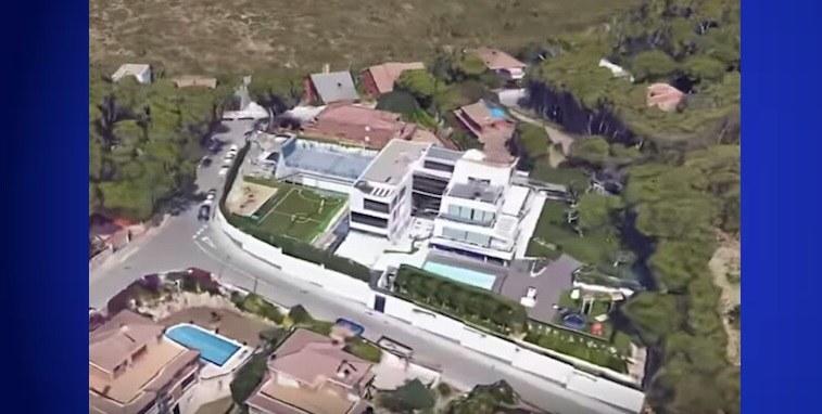 Coup d'œil sur la luxueuse maison de Lionel Messi 28