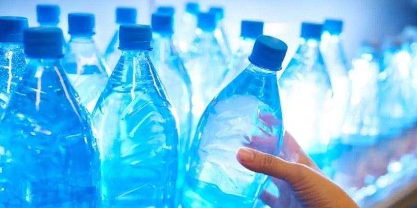 Des eaux en bouteilles de grandes marques à travers le monde contaminéespar des particules de plastiques 28