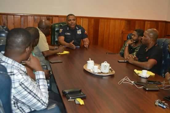 Le patron de la Police Nationale D'Haiti, Michel Ange Gédéon a reçu une importante délégation de professionnels de la presse sur l'état d'avancement de l'enquête sur la disparition du photojournaliste, Vladjimir Legagneur 26