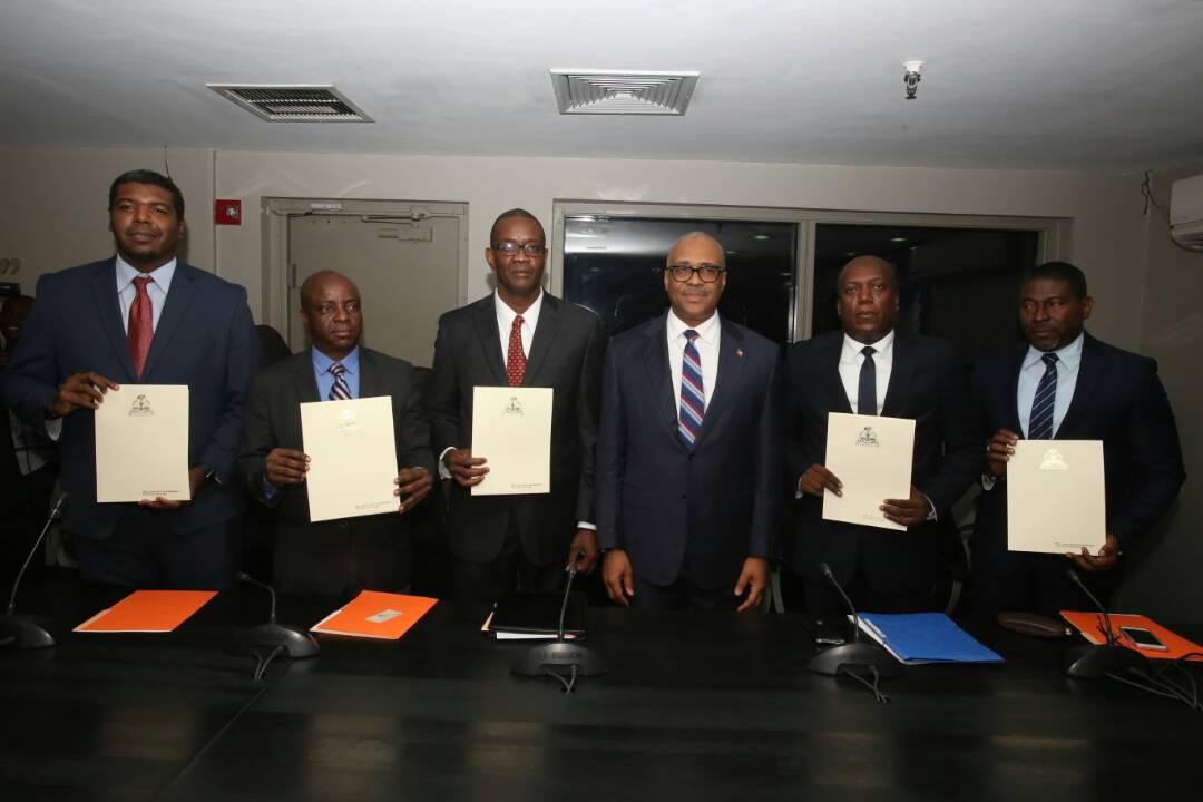 Installation des cinq nouveaux ministres