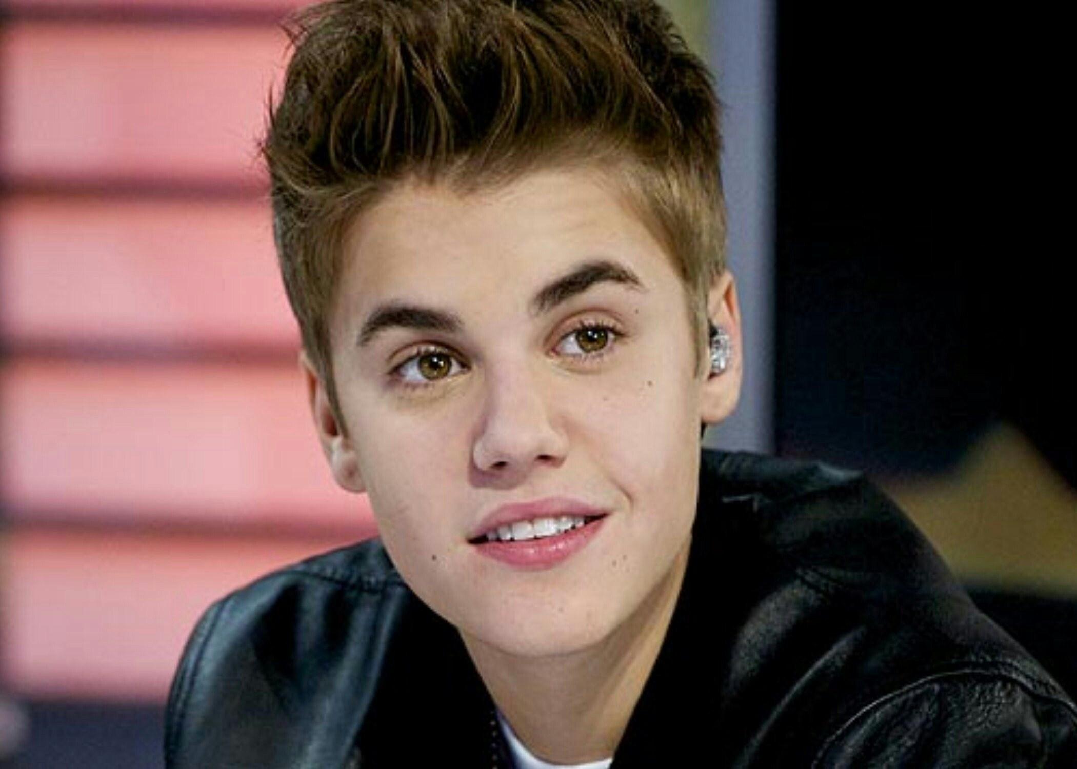 Justin Bieber frappe au visage un homme qui tente d'étrangler une femme 29