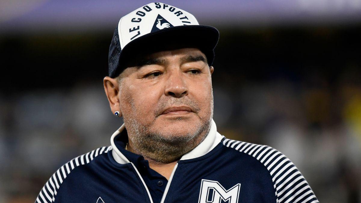Diego Maradona bwè plis alkòl ke dlo, daprè deklarasyon yon ansyen fanm li