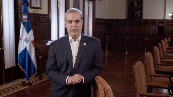 Luis Abinader annonce qu'il va verser son salaire à des oeuvres caritatives.