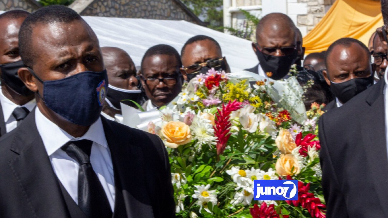 Funérailles émouvantes de Ribert Normil, père du DG de la PNH