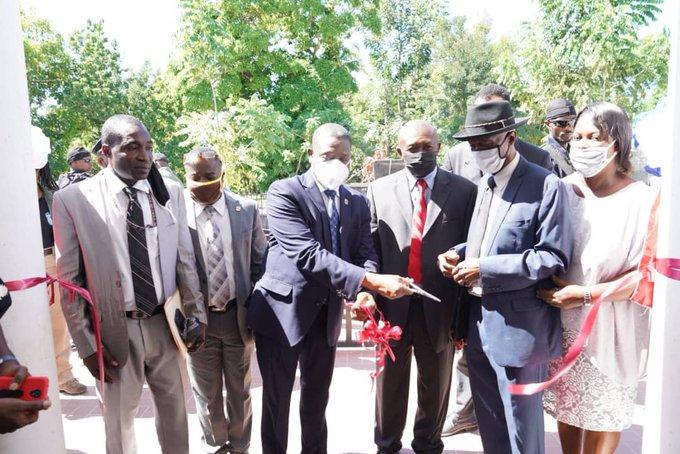 En visite dans le Grand Nord, Joseph Jouthe inaugure le complexe administratif de Thomonde