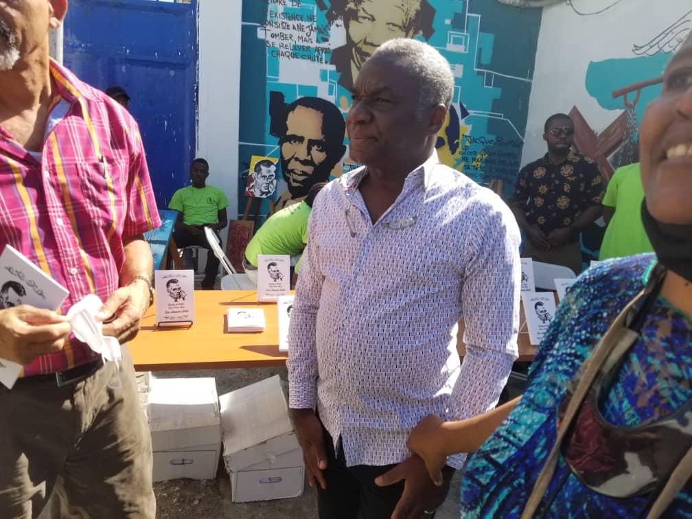 Pradel Henriquez rend visite aux prisonniers du pénitencier national