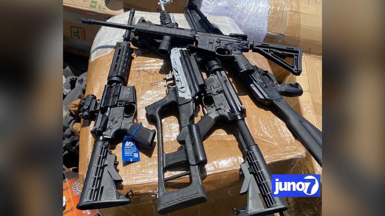 5 fusils automatiques saisis à la douane de Saint Marc, deux individus arrêtés