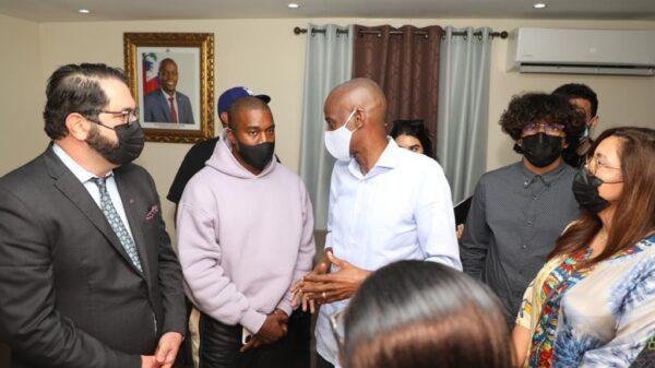 Le rappeur américain Kanye west est dans nos murs