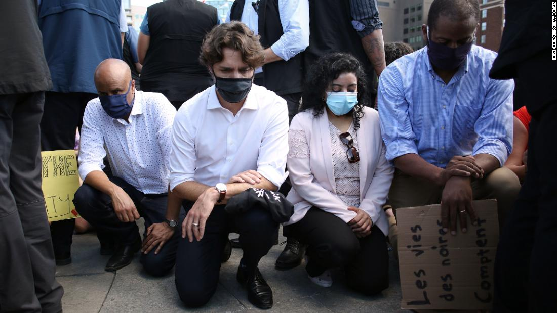 Affaire Floyd: Justin Trudeau, genou à terre en soutien aux militants anti-racisme