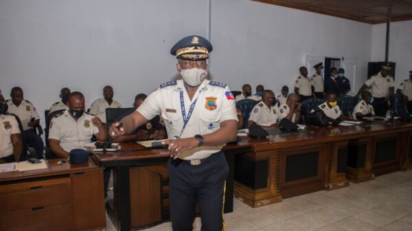 Réunion au sommet de Léon Charles avec le haut commandement autour du bien-être des policiers.-