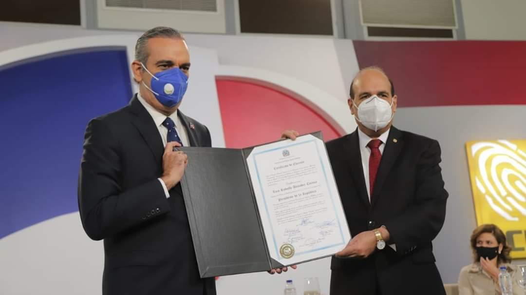 R.D: Luis Abinader et sa vice-présidente reçoivent leur certificat de la junte électorale
