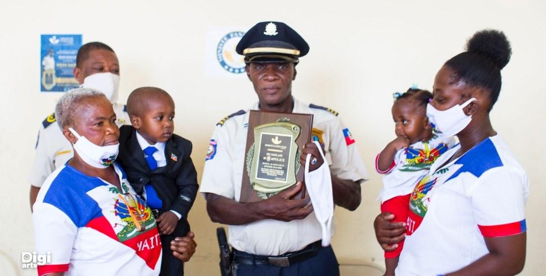 PNH-25 ans : Ministè Fanmi Colin rend hommage à l'inspecteur Antoine Joachim