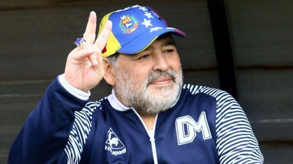 60 ans de Maradona: la star vendra aux enchères dix de ses chemises