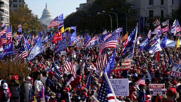 Fraudes électorales: des partisans de Donald Trump protestent à nouveau aux USA