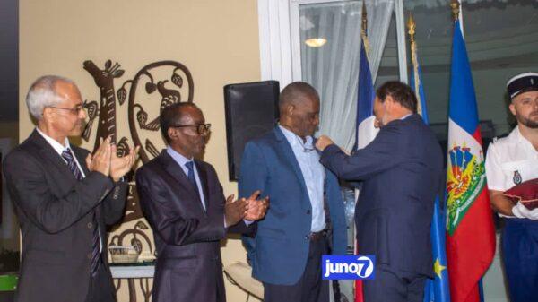 Trois professeurs décorés par l'ambassadeur de France en Haïti