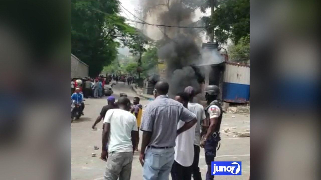 Une antenne de police brûlée, un motard blessé à Laboule 12