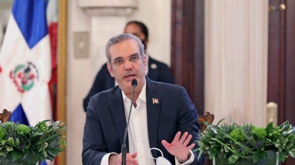RD: Le président Abinader déclare obligatoire le permis de travail pour les immigrants haïtiens