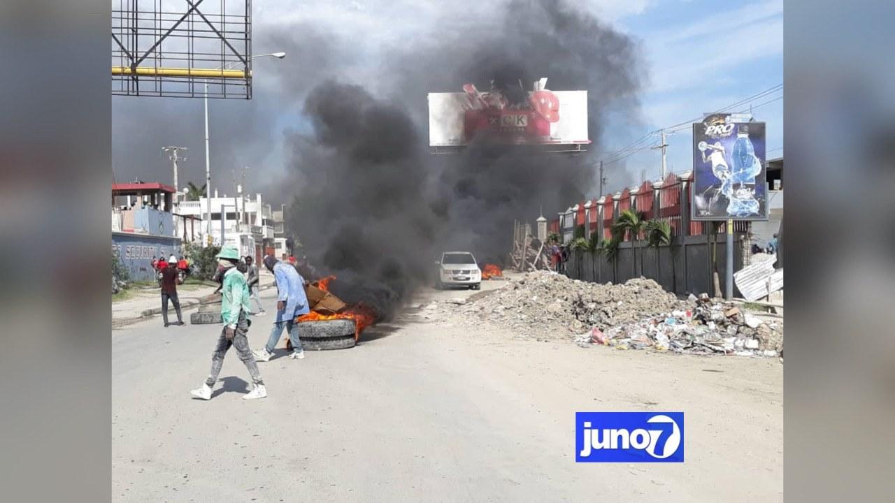 Tension à Carrefour Rita, la route est totalement inaccessible