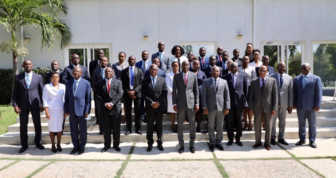 24 jeunes vont intégrer les missions diplomatiques, Jovenel Moïse brandit la méritocratie