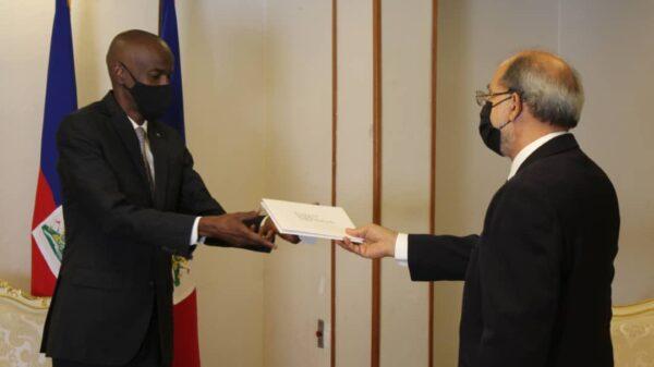 Deux nouveaux ambassadeurs ont remis leurs lettres de créances à Jovenel Moïse