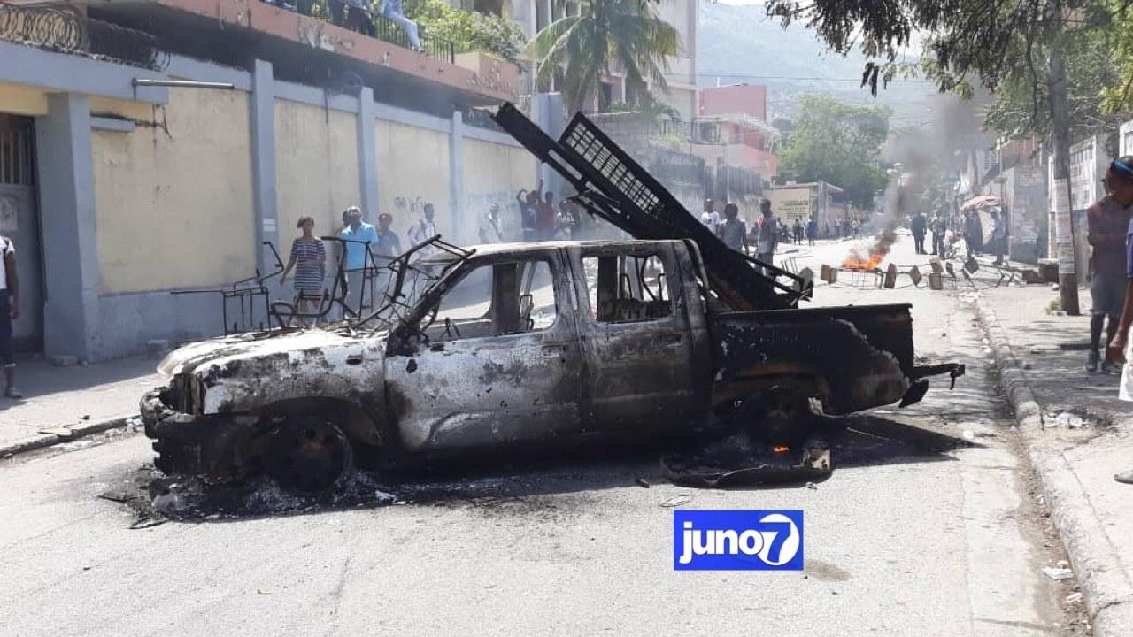 Journée de tension dans la capitale ce lundi 5 octobre, au moins deux véhicules incendiés