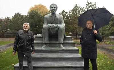 Une sculpture de Dany Laferrière à la bibliothèque du Québec