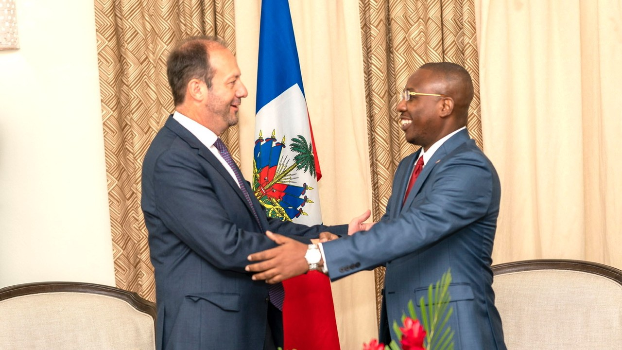 Le ministre des affaires étrangères a reçu la visite de l'ambassadeur français accrédité en Haïti