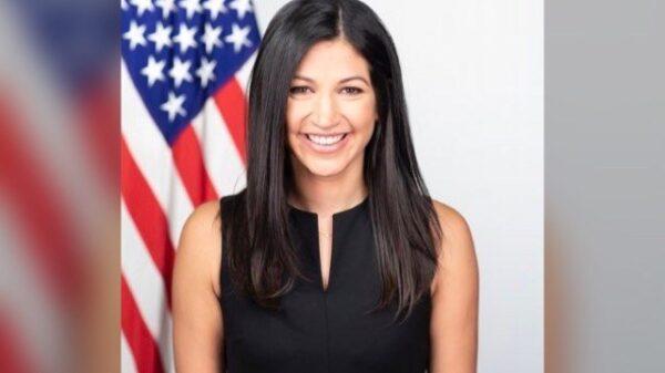 L'attachée de presse du vice-président américain testée positive au covid-19