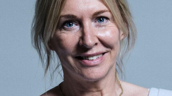 Royaume-Uni: L'une des ministres déléguée de la santé britanique, Nadine Dorries testée posititive au Covid-19.