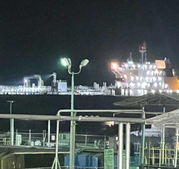 Débarquement simultané de 415 barils de produits pétroliers à Thor et Varreux vendredi soir.