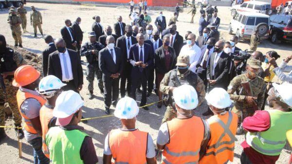 Électricité 24/24: Jovenel Moïse visite la centrale de Carrefour