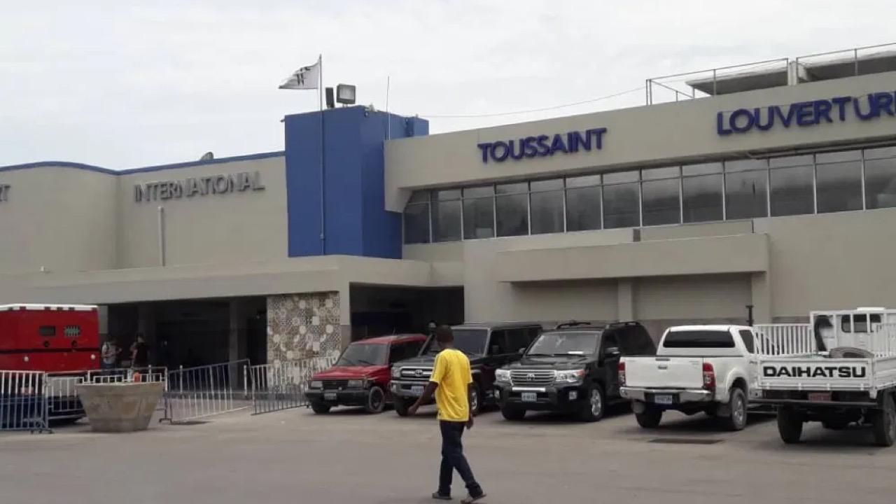 Covid-19: un site de dépistage ouvert à l'aéroport Toussaint Louverture