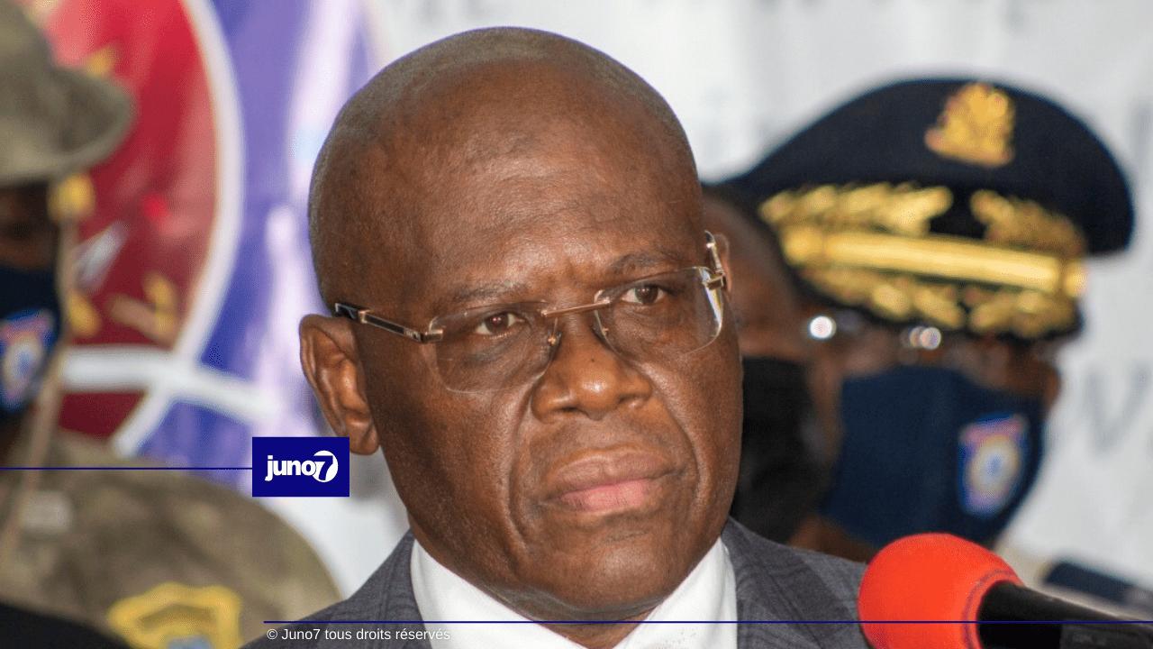 Joseph Jouthe exige la carte d'identification nationale pour traiter avec l'administration publique