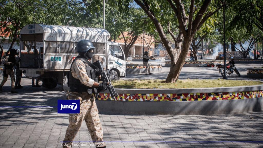 Imaj: Tansyon an te wo sou Channmas ant militan ak lapolis