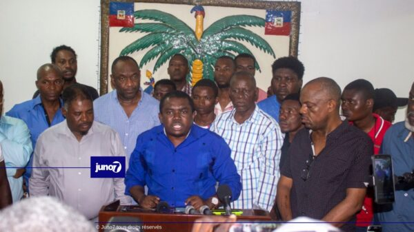 Convaincue de la fin du mandat constitutionnel de Jovenel Moïse, l'opposition politique demande à la population de prendre possession des biens de l'Etat dès demain .