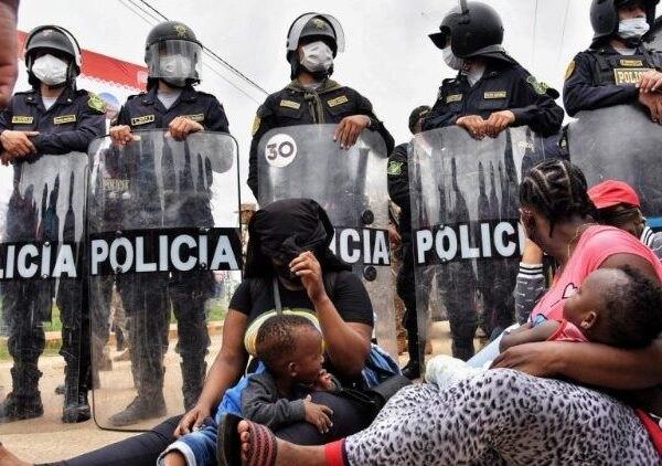 Des centaines de migrants haïtiens bloqués à la frontière Brésil-Pérou