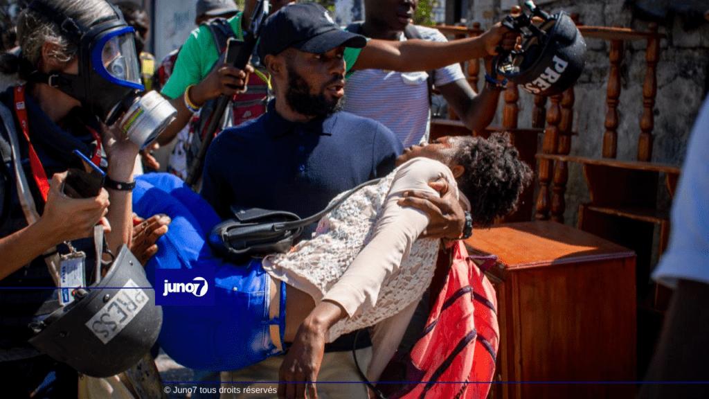 Imaj: Polisye yo te itilize anpil gaz pou kraze mach sitwayen yo t ap fè a.- #Juno7 #J7Fev2021